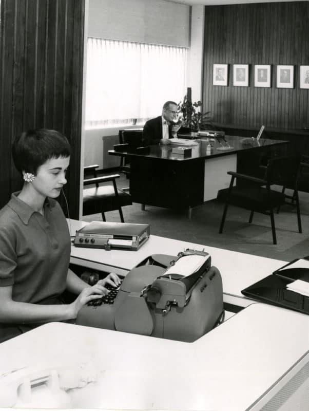 Arbeitswelt der Zukunft Auch heute noch aktuell - Der Chef mit Vorzimmerdame - Copyright Steelcase