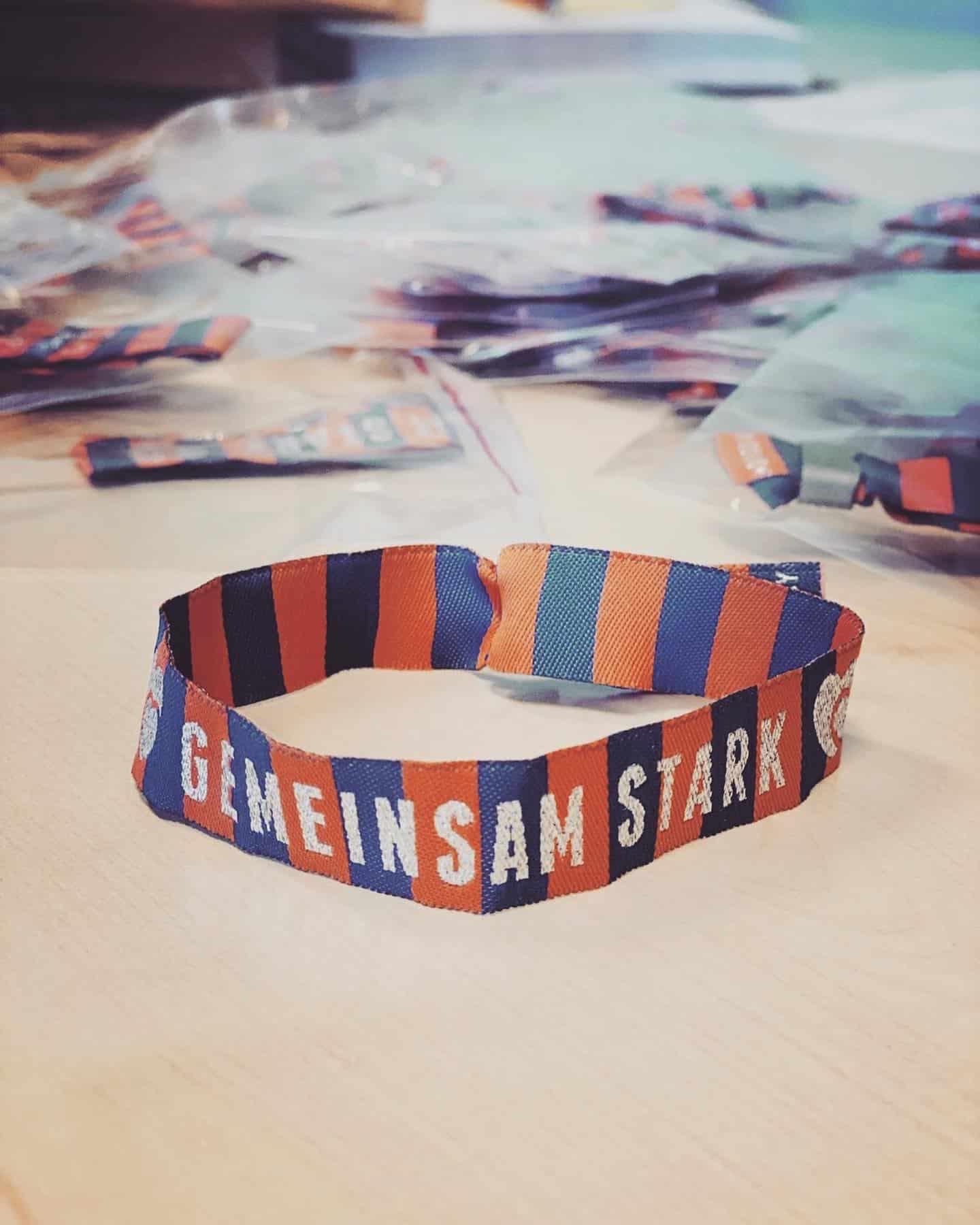 Gemeinsam stark Team Bracelets der Berliner Volksbank